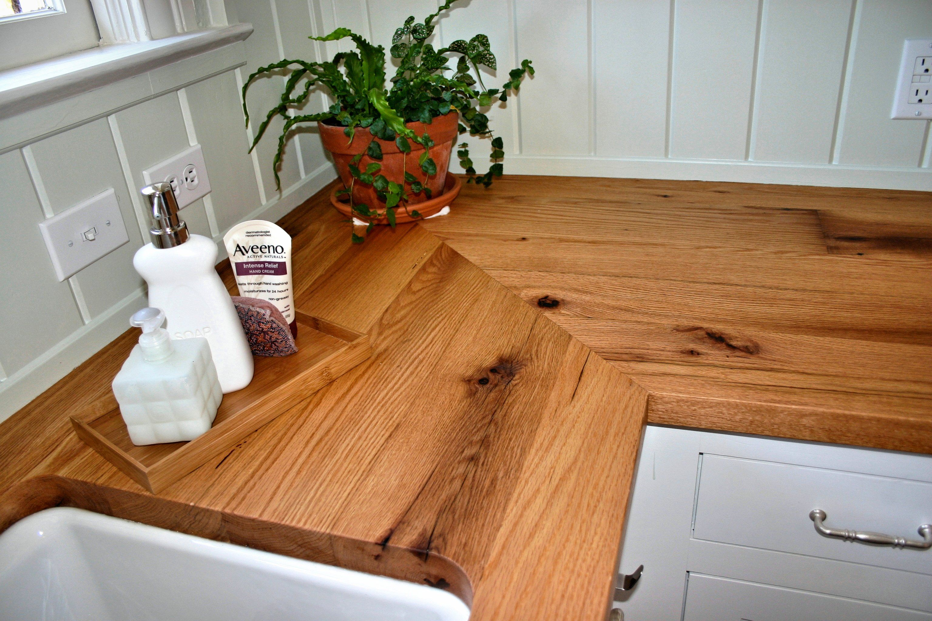 Mitre Joint On A Reclaimed White Oak Wood Countertop. Face Grain  Construction With Tung